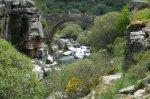 Desde muy antiguo la piedra se trabaja en nuestra zona y nos han dejado puentes tan especiales como el del Pozo de las Paredes